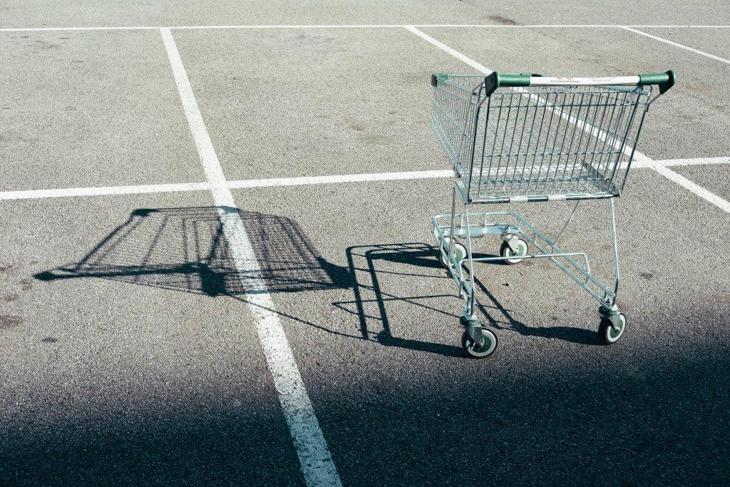 Shopping trolley by David Clarke on Unsplash